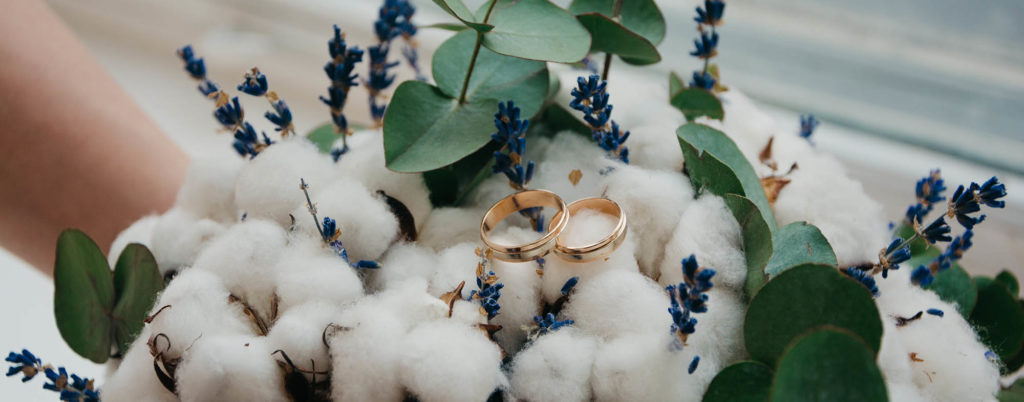 personalize weddings for yourself, trends 2020. cotton and wedding rings